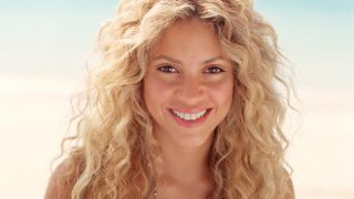 Shakira at Seashore - Photo #3