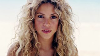 Shakira at Seashore - Photo #4