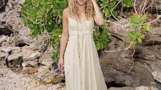 Shakira at Seashore - Photo #5