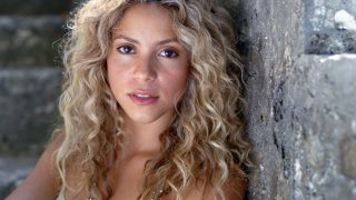 Shakira at Seashore - Photo #7