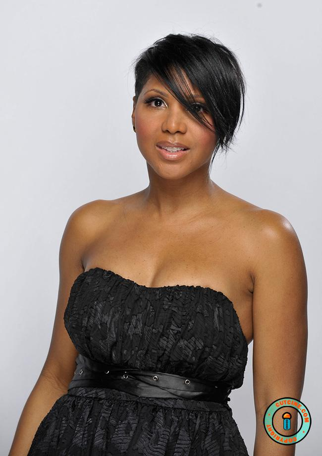 Toni Braxton in Black off shoulder