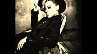 Red Lipstick – Talk That Talk (Deluxe Edition) (2011) | Rihanna