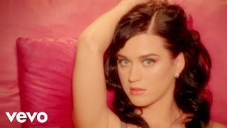 I Kissed a Girl – One of the Boys (2008) | Katy Perry